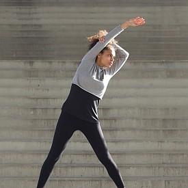 Овен: Insanity  Какво е това: Insanity е максимално интензивна интервална тренировка, при която относително дълги периоди на висока интензивност се редуват с кратки периоди на почивка. Упражненията са заимствани от кондиционните тренировки в различни видове спортове.   Защо е подходяща за тази зодия: Натоварването е върху цялото тяло, като се работи със собствената мускулна маса. Това помага на личната мотивация и носи оптимизъм.
