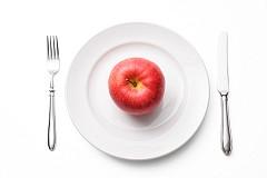 Контрол на теглото: Много здравословни проблеми са свързани с наднорменото тегло – сърдечно-съдови заболявания, инсулт, високо кръвно налягане, диабет тип 2, сънна апнея. За подобряване на цялостното състояние лекарите препоръчват диета, включваща много ябълки.