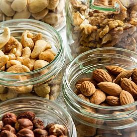 ЯДКИ И ВАРИВА Кашу, бадеми, слънчогледово семе, бразилски орех, киноа, леща, кафяв ориз