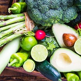 ЗЕЛЕНЧУЦИ  Броколи, карфиол, тиквички, зеле, спанак, сладки картофи, авокадо, моркови, гъби, чесън, цвекло и 2 зеленчука според сезона.