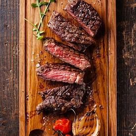 МЕСО  Най-добре е по обяд. То съдържа много протеини и помага за поддържане на физическата сила, помага и за подобряване на концентрацията.   Най-лошо е през нощта. Месото може да е причина за тежест в стомаха и да наруши съня ви.