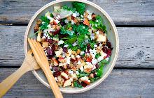 Обядвайте с лека и освежаваща салата