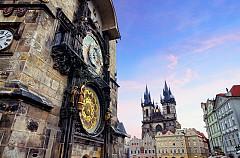 ПРАГА, ЧЕХИЯ Този град е сякаш проектиран за точно такива сценарии, с неговата архитектура, криволичещи средновековни улички. Най-добрите локации за Хелоуин са старото еврейско гробище, Музеят на изтезанията, Карловият мост и Старият град, мизансцен на много легенди и местни страшни истории.