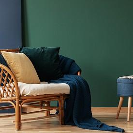 През 2019 г. ще приветстваме завръщането на естествения ратан, който умело се комбинира с други тенденции като геометричните форми и естествените материали. Топлите тонове на мебелите от ратан са особено подходящи за земните цветови схеми, които виждаме, а също така и за ретро стиловете.