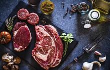 Червеното месо е с много високо съдържание на протеини и желязо, като най-добрият избор е говеждото месо. То има малко мазнини (около 5%), но много витамини от група В, цинк и фосфор. Колко често може да го ядете? Един-два пъти седмично.