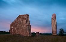 Загадъчните стоящи камъни на Ейвбъри