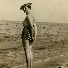 С токчета на плажа - кой ви каза, че това е нова мода?! През 50-те често са я практикували