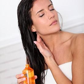 Масажирайте скалпа веднъж дневно – за около минута-две. Така стимулирате кръвообращението и подпомагате растежа на здрава коса.