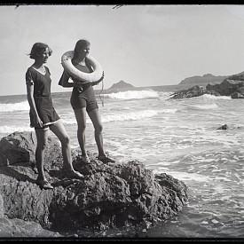 """В средата на миналия век тези бански костюми са минавали в графата """"секси"""" и """"провокативни""""."""