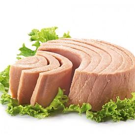 Риба тон – една консерва от нея съдържа 42 г протеини и има под 200 калории. Освен това тя ще ви осигури и ниацин, селен и витамини В6 и В12. Комбинирайте с пълнозърнест крекер, като майонезата можете да замените с няколко капки лимон.