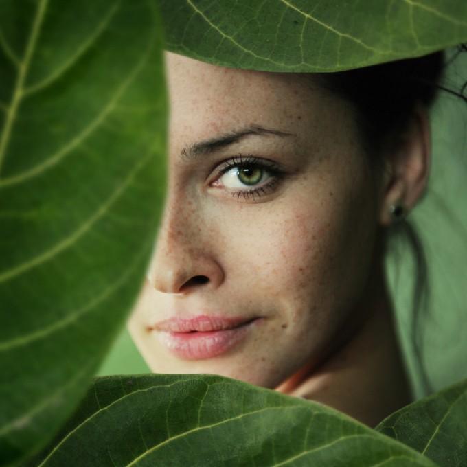 Сухите и напукани устни издават дехидратирана кожа