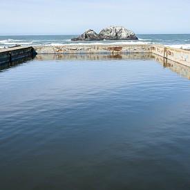 Днес баните са разрушени, но все още можете да видите основите им.
