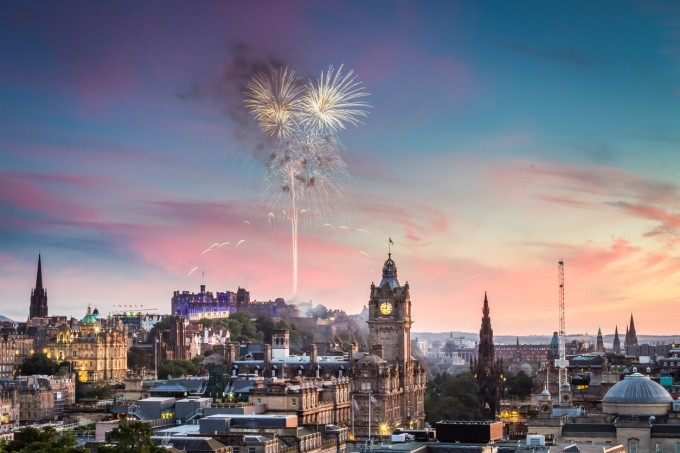Вижте новогодишното светлинно шоу на Единбург!