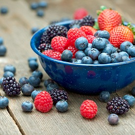 Горски плодове – колкото по-тъмни на цвят са те, толкова повече полезни вещества имат. Само шепа къпини или боровинки съдържа мощна доза антиоксиданти, които защитават мускулите от уврежданията на свободните радикали.