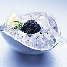 ХАЙВЕР / Богат на протеини, хайверът е в състояние да събуди заспалото либидо, но и да провокира вълна от страст, особено, ако го комбинирате с малко алкохол. Веществата, съдържащи се в хайвера, усилват влечението, като подхранва нервните клетки.