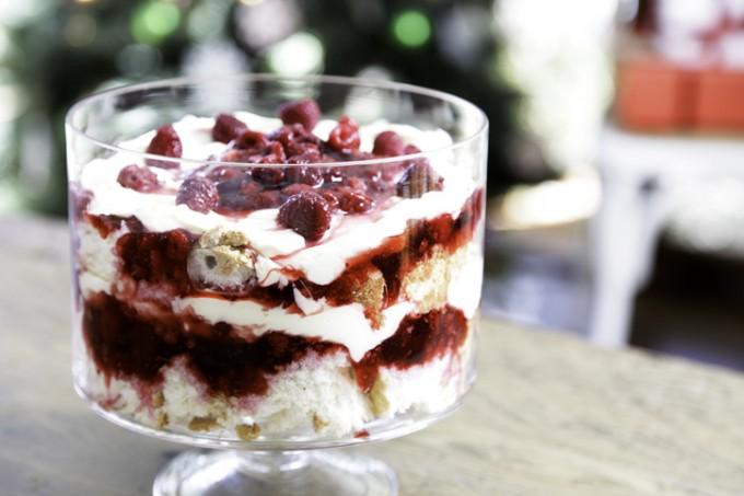 Десерти с летни плодове: Сладкиш с горски плодове и сметанов крем