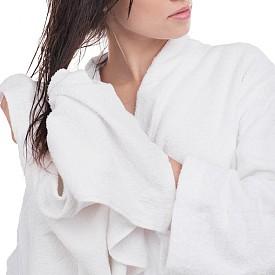 Когато е мокра или влажна, косата е по-крехка. Търкането й с хавлия или ресането й със ситен гребен ще я увредят. За да я предпазите от накъсване, след баня използвайте едра четка и подсушавайте леко и внимателно.