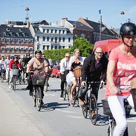 Освен, че се хранят здравословно, жителите на Копенхаген спортуват активно и предпочитат да  се предвижват с колела.