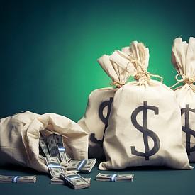 """В Америка често казват: """"Ако познаваш някого с много пари, не му завиждай и не се карай с него. По-добре се опитай да му продадеш нещо!"""""""