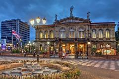 САН ХОСЕ / В историческия център а града има сгради от 19-ти и началото на 20-ти век. Задължителна спирка е кафето в сградата на Националната опера, построена през 1897 г с мраморни подове, с картини на тавана. Любителите на местния колорит си струва да се разходят из Централния пазар,да си купят царевични питки и свеж сок от къпини.