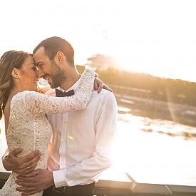 От 20 април до 20 май - ТЕЛЕЦ - Търпение, надеждност, постоянство, интелект - това са все черти на комфотна връзка. Сватбите по това време рядко са импулсивни. Това е логично, стабилно и балансирано решение и вие и вашият съпруг ясно знаете какво целите в живота си и не се страхувайте да се поглезите с луксозни подаръци. Добрата новина е, че звездите ви обещават една от най-силните връзки - запълваща, вярна, традиционна.