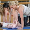 Тренировки за майки и бебета: йога