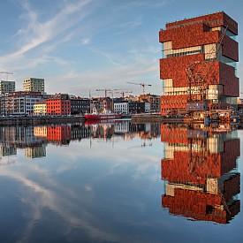 Музеят на реката е най-големият музей в Антверпен и съдъжра 470 хиляди експоната.