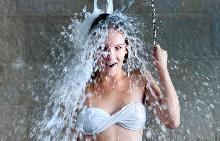 Какво се случва с организма, когато се обливате със студена вода?