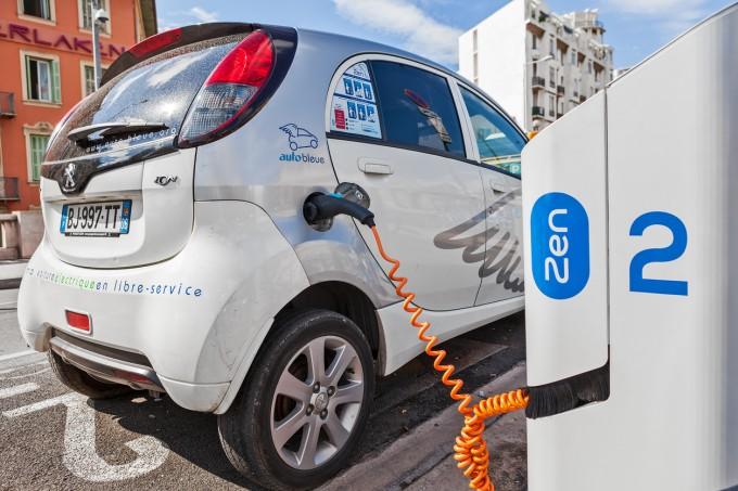 Ница е първият град във Франция, който въвежда електрически автомобили за споделяне Auto Bleue през 2013 г.