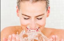 От колко вода се нуждае вашата кожа?