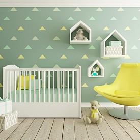 Медено зелено: доста по-свеж нюанс от маслинено зеленото, той е различна и подходяща идея за детската стая, съветват психолозите. Зеленото, най-спокойният цвят за човешкото око, по принцип създава усещане за хармония, особено меките му пастелни нюанси, които подсилват усещането за сигурност у най-малките.