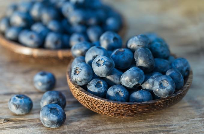 Кверцетинът, който се съдържа в боровинките, намалява податливостта към заразяване с хрема