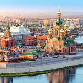 Една от най-величествените европейски столици беше пренебрегвана (незаслужено!) през последните десетилетия. Само за миналата година чуждестранните туристи, посетили Москва, са над 3 милиона, като 80% от тях заявяват, че ще се върнат отново. Качете се на метрото! То ще ви отведе бързо и сигурно до най-интересните места за туризъм, пазаруване и релакс в Москва. Освен това самите метростанции са като истински музеи.