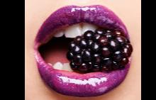 Съвременната жена изяжда средно между 1,8 и 2,7 кг червило през живота си