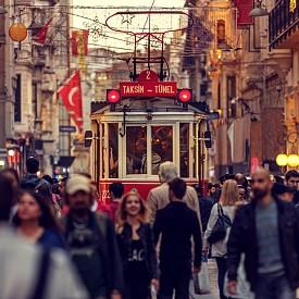 Червените трамваи са един от символите на Истанбул