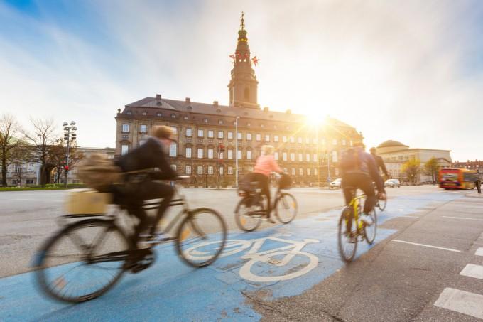 Велоалеите в Копенхаген са в изобилие и спомагат...