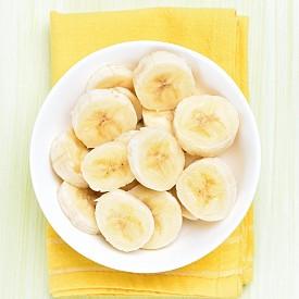 БАНАНИ / Една от най-честите причини за главоболието е умственото напрежение и умора. Да го облекчите помага витамин В6, който се съдържа в изобилие в бананите. Те помагат за отделяне на серотонин, известен като хормон на щастието.