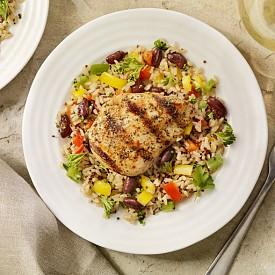 Пилешки гърди – те са източник на чист протеин, а ако добавите и малко кафяв ориз, се получава перфектната комбинация.
