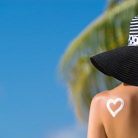 Как да успокоите кожата след плажа?