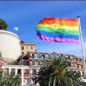 Знамето-символ на хомосексуалистите се вее в Ница в знак на гостоприемство към хората, независимо от тяхната сексуална ориентация