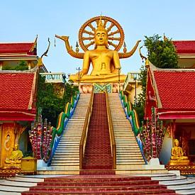 Храмовият комплекс Wat Plai Laem