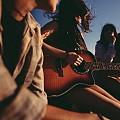 Песни на replay: Какво слушаме в редакцията на ELLE?
