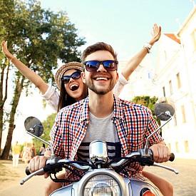 СКОРПИОН: Емоционални и щури по природа, за вас щастието е в партньора и приятелите, които притежават същия авантюристичен дух като вашия. От какво се нуждаете: от много приятели, дори и в работата. Какво ви пречи: единственият недостатък на характера ви е вашата противоречивост и непоследователност – днес смятате някого за приятел, утре не се сещате за него. Опитвайте се да градите истински приятелства!