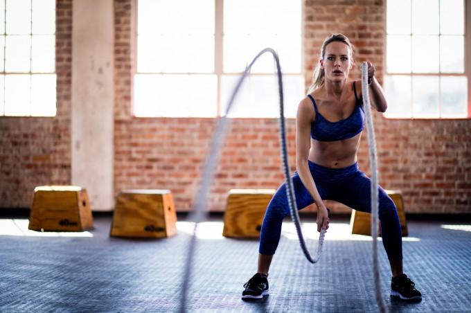 Мускулите работят в комбинации, симулиращи познати вече движения.