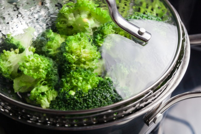 Готвенето на пара запазва продуктите сочни и подобрява вкуса им.