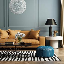 Списъкът на тенденциите в интериорния дизайн на дневната за 2019 не би бил пълен, без да се спомене стила арт деко. Хром, злато и стъкло, съчетани с цветове на скъпоценни камъни и геометрични модели, го олицетворяват напълно. В него идеално ще паснат резбовани и инкрустирани дървени мебели, плюшени дивани и лъскави аксесоари.
