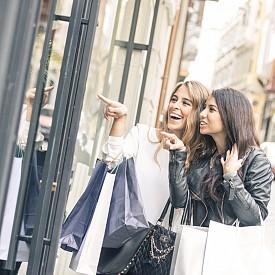 Maria Luisa (rue Rouget de L'Isle 7) е широко известният, с ултрадизайнерски дрехи и стилна селекция мол в Париж, а Мontaigne Market (Avenue Montaigne 57) е друг мултибрандов бутик, в който са изложени колекции на най-тренди дизайнерите от Щатите и Европа.
