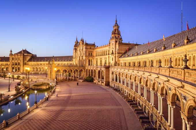 Главният площад в Севиля – Plaza de España.