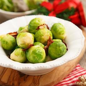 БРЮКСЕЛСКО ЗЕЛЕ / Зеленчукът от семейство кръстоцветни е лидер в зимното меню. Предимството му е, че е и много вкусен. Високо съдържание на фолиева киселина, витамини и почти никакви калории – това са ценностите на брюкселското зеле. След като приготвите първото си ястие с брюкселско зеле, ще съжалявате, че не сте знаели за него досега.