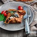 Палачинки с екзотични гъби, кейл и козе сирене